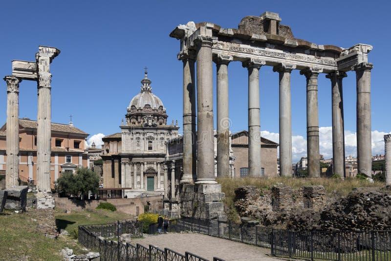 Temple de Saturn - Roman Forum - Rome - l'Italie photo stock