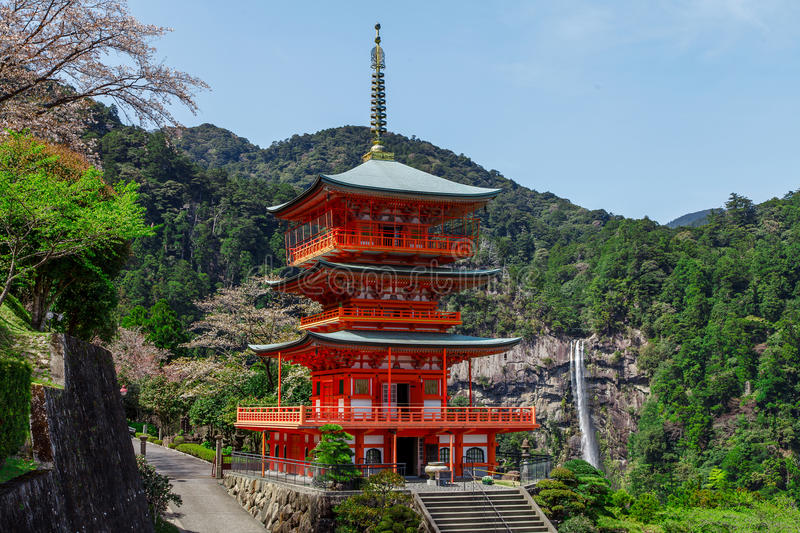 Temple de Seigantoji et cascade de Nachi au printemps, Wagayama Japon photo stock