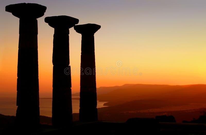 Temple de silhouette d'Athéna au coucher du soleil photo libre de droits
