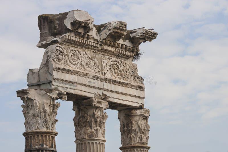 Temple de Venus Genetrix Beaux vieux hublots à Rome (Italie) photos stock
