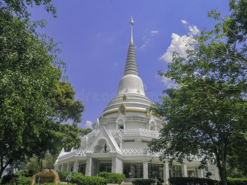 Download Temple de vues thaïlandais photo stock. Image du bâton - 45367364