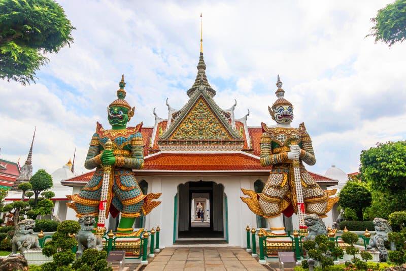Temple de Wat Arun Buddhist palais grand antique célèbre à Bangkok Thaïlande, point de repère asiatique de voyage nom géant de la photographie stock