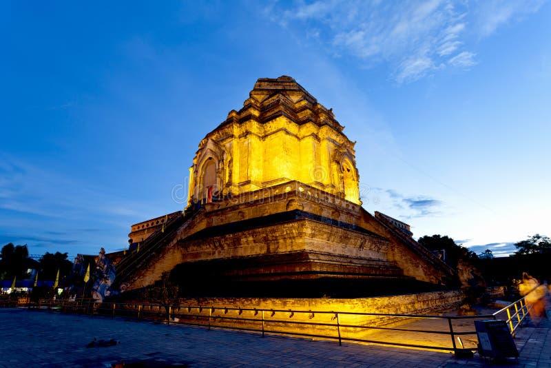 Temple de Wat Chedi Luang au coucher du soleil, Chiang Mai, Thaïlande. photographie stock