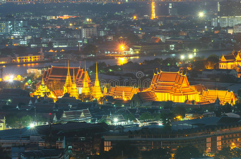 Temple de Wat Pho au crépuscule, Bangkok, Thaïlande image stock