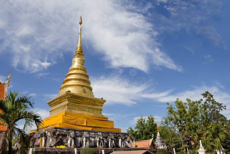 Temple de Wat Pra Tard Chang Kum en Nan Province, Thaïlande image libre de droits