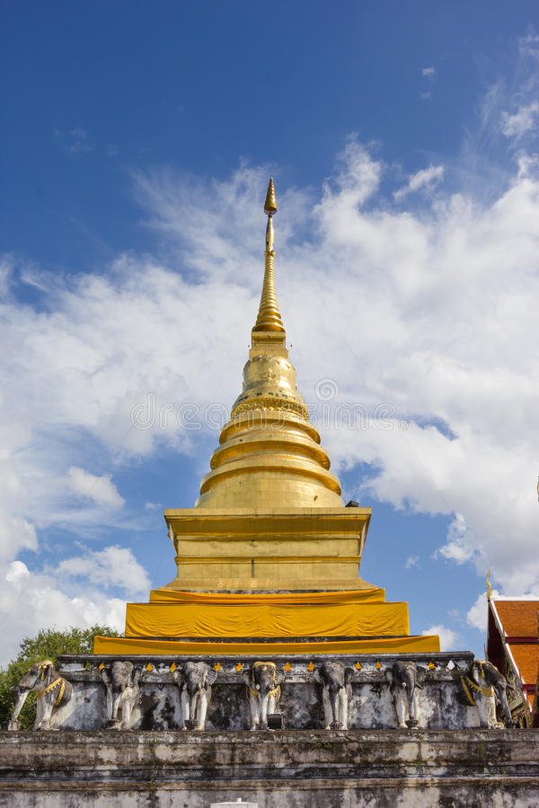 Temple de Wat Pra Tard Chang Kum en Nan Province, Thaïlande photos libres de droits