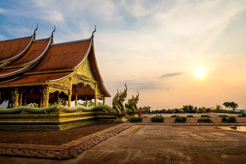 Temple de Wat Sirindhorn Wararam Phu Prao dans Ubon Ratchathani, thaïlandais photo stock