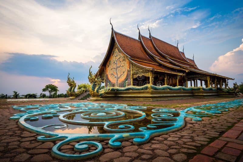 Temple de Wat Sirindhorn Wararam Phu Prao dans Ubon Ratchathani, thaïlandais images stock