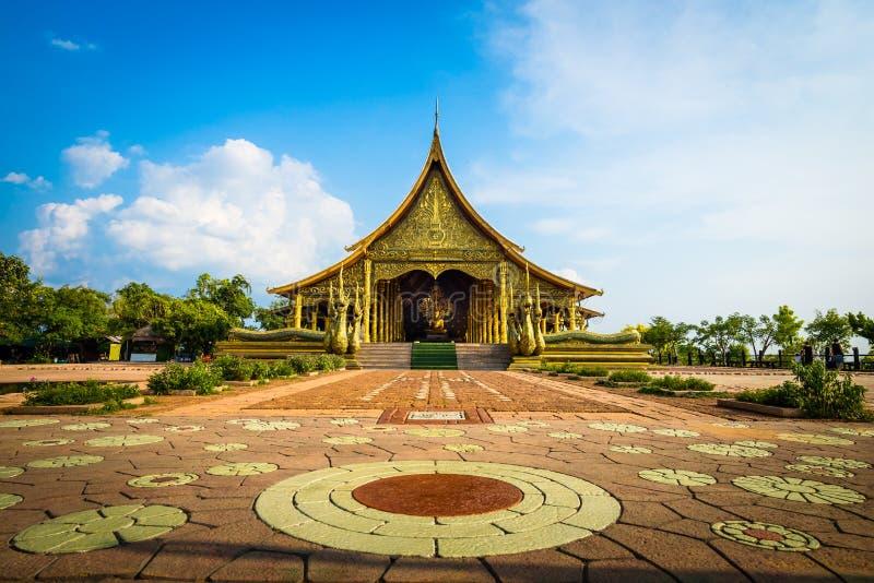 Temple de Wat Sirindhorn Wararam Phu Prao dans Ubon Ratchathani, thaïlandais photographie stock libre de droits