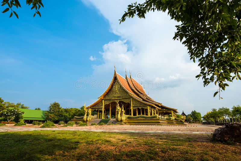 Temple de Wat Sirindhorn Wararam Phu Prao dans Ubon Ratchathani, thaïlandais image stock