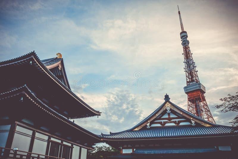 temple de Zojo-JI et tour de Tokyo, Japon photographie stock libre de droits