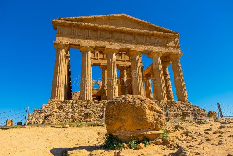 Temple du grec ancien en parc de ruine la vallée des temples à Agrigente photo libre de droits