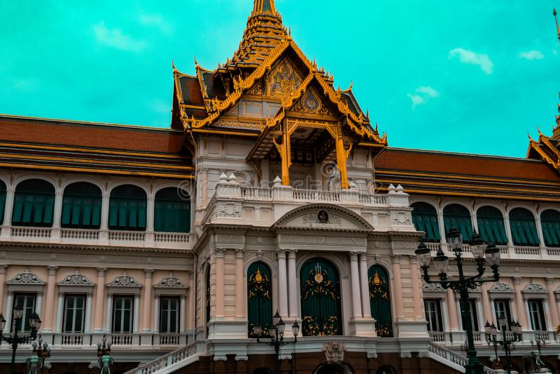 Temple glorieux logeant le Bouddha d'or photo libre de droits