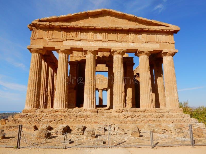 Temple grec de Concordia - vallée des temples - la Sicile photos libres de droits