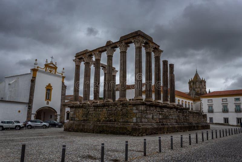 Temple historique romain outdor d'Evora, Portugal images stock
