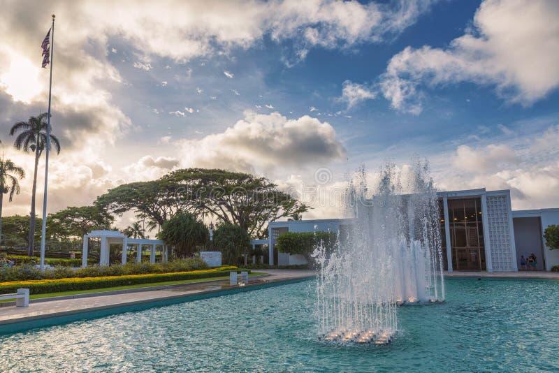 Temple Laie avec de belles fontaines et vue sur le coucher de soleil sur l'île d'Oahu, Hawaii image stock