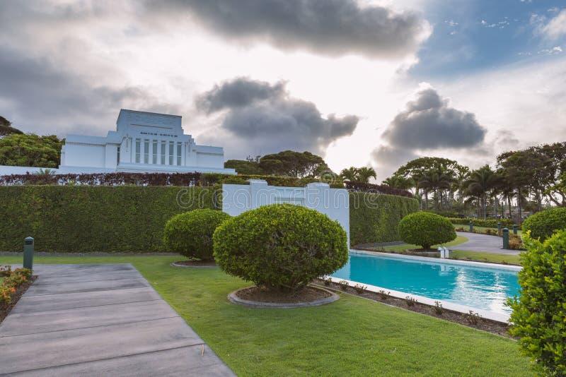 Temple Laie avec de belles fontaines et vue sur le coucher de soleil sur l'île d'Oahu, Hawaii photo libre de droits