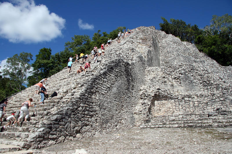 Temple maya de Coba photos stock