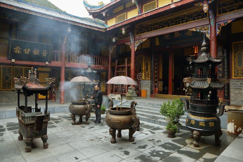 Temple moyen de Huanglong dans la région scénique de Huanlong image stock