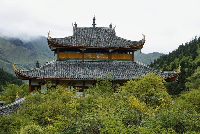 Temple moyen de Huanglong dans la région scénique de Huanlong image libre de droits