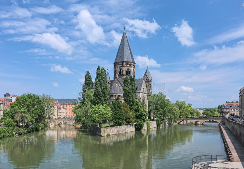 Temple Neuf, une église protestante de ville à Metz, France photographie stock libre de droits