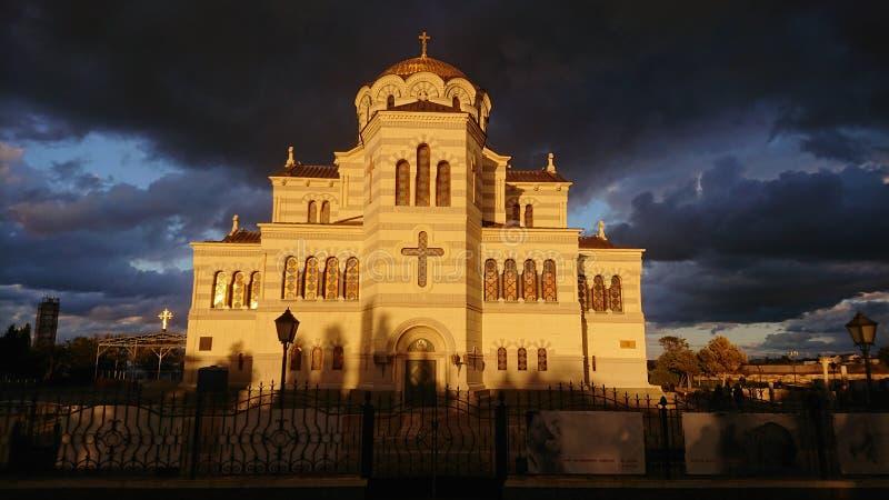 Temple orthodoxe de Chersonesus pendant la tempête images stock