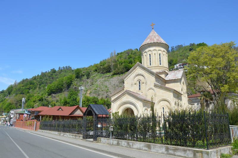 Temple orthodoxe de Sarpi un jour ensoleillé photos stock