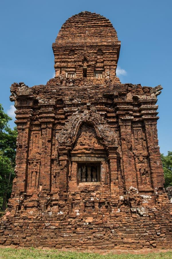 Temple ruiné dans mon fils image stock
