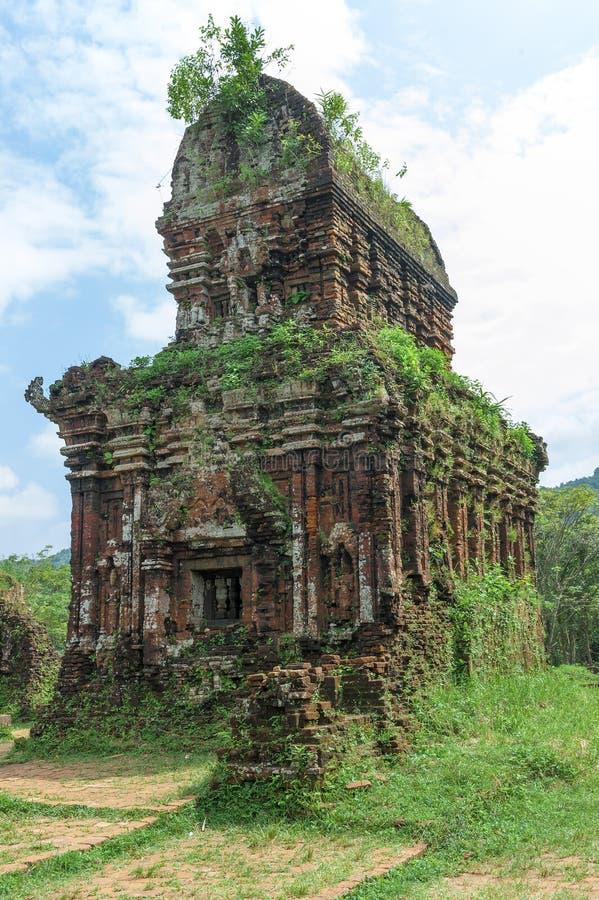Temple ruiné du Champa antique photographie stock libre de droits
