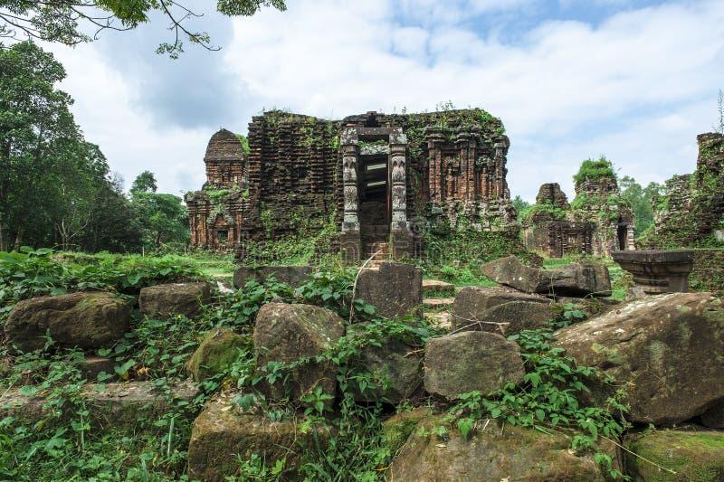 Temple ruiné du Champa antique photographie stock