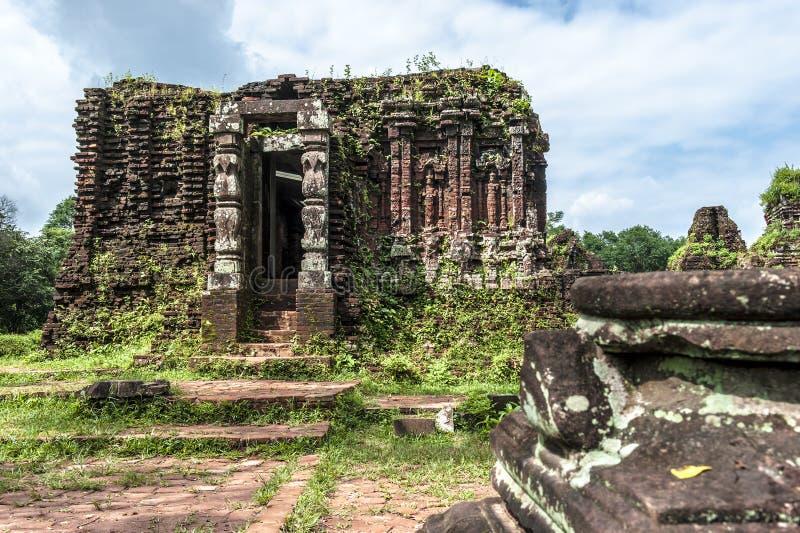 Temple ruiné du Champa antique photos stock