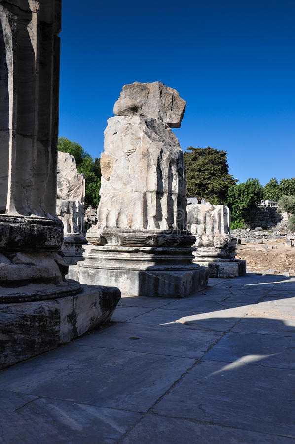 Download Temple Ruin Columns Royalty Free Stock Image - Image: 33515546