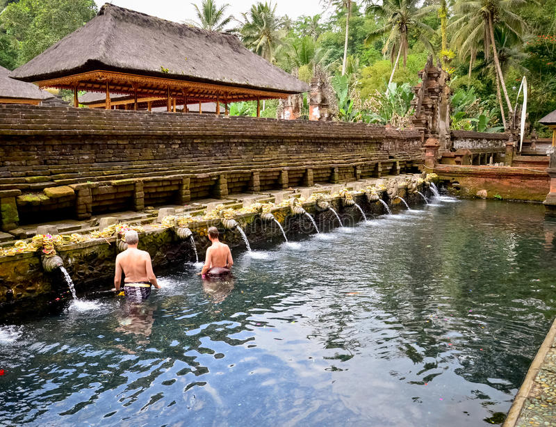 Temple saint d'eau de source de Bali photographie stock