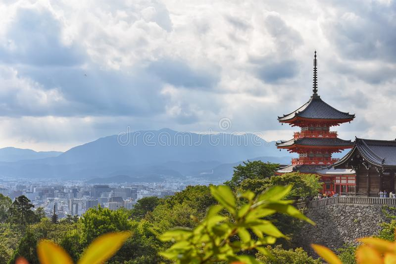 Temple Sakura de Kiyomizu-dera à Kyoto, Japon photos stock
