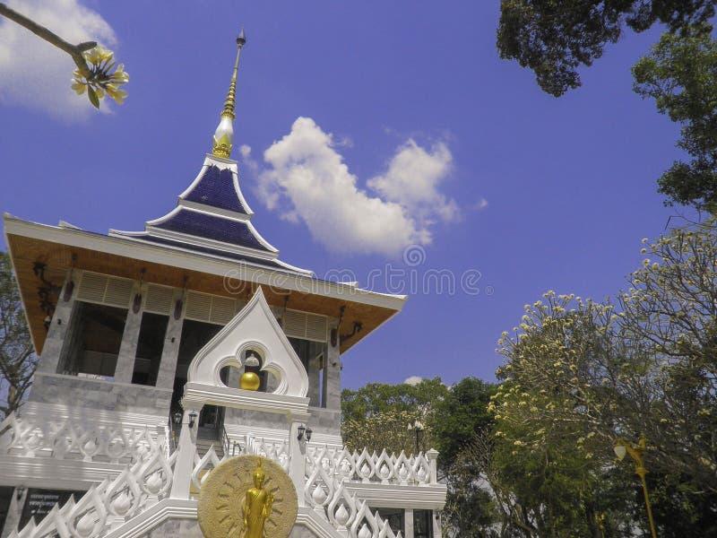 Download Temple thaï photo stock. Image du décorations, découpage - 45367402