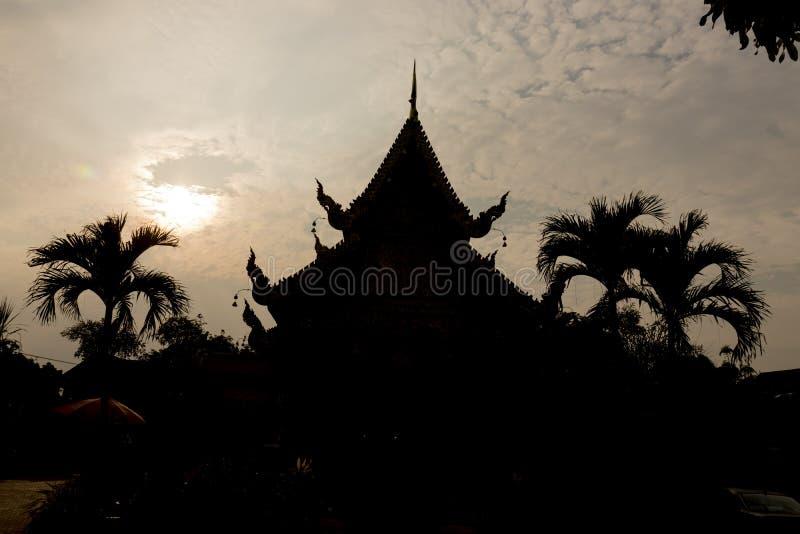 Temple thaïlandais le soir Chiang Mai Thaïlande image libre de droits