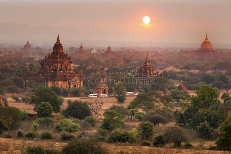 Templen av (hedniska) Bagan, Mandalay, Myanmar, Burma royaltyfria foton