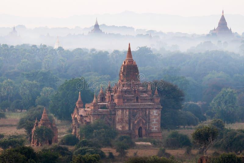 Temples bouddhistes antiques de Bagan Kingdom au lever de soleil myanmar photo libre de droits