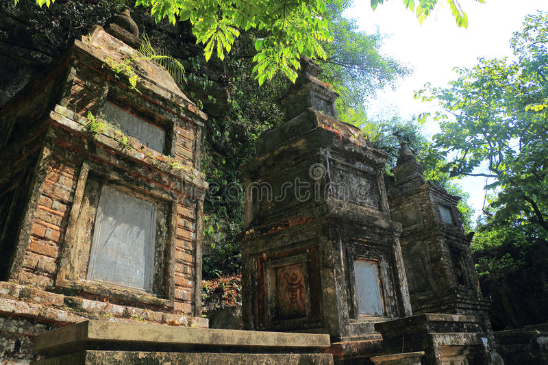 Temples du coc 3 de Tam sur la montagne photographie stock libre de droits