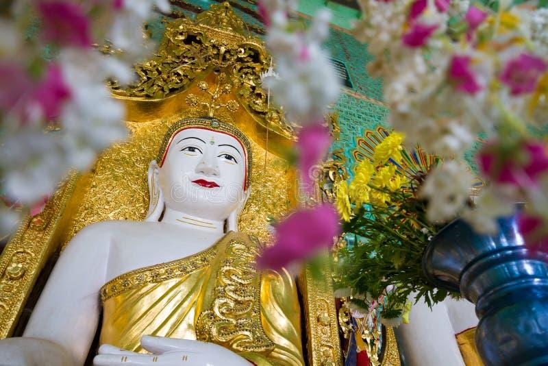 Templet av de 45 Buddha, Mandalay royaltyfria bilder
