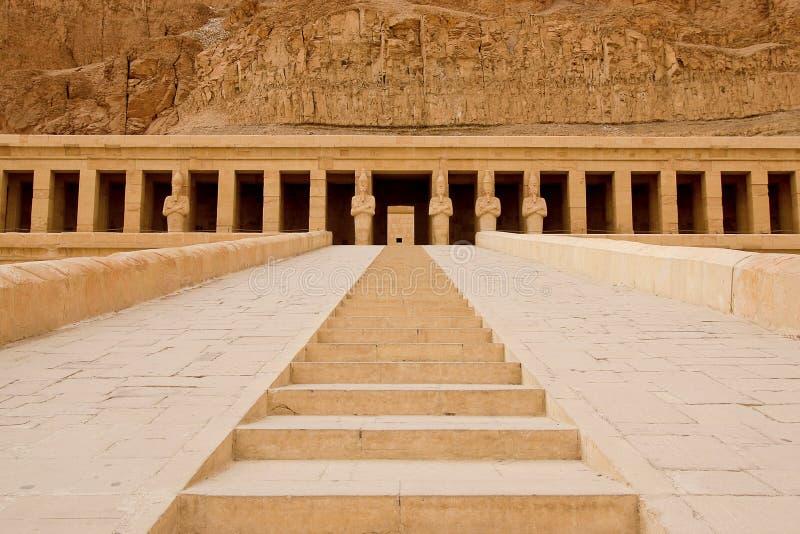 Templet av Hatshepsut nära Luxor i Egypten royaltyfri bild