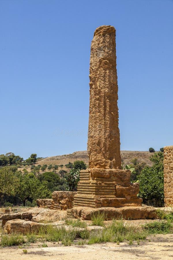 Templet av Hephaestus, Vulcan som är forntida fördärvar i dalen av templen, Agrigento, Sicilien, Italien arkivbilder