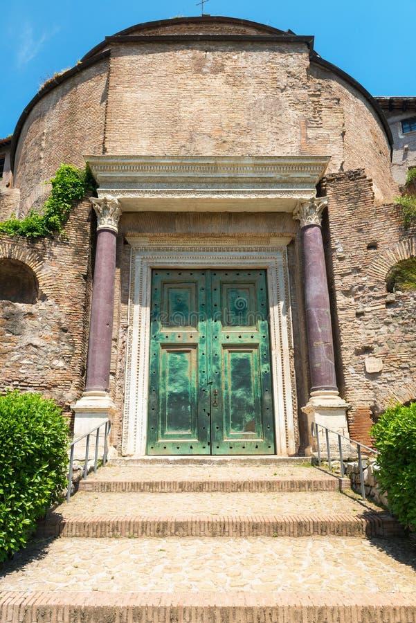 Templet av Romulus i Roman Forum, Rome royaltyfria foton