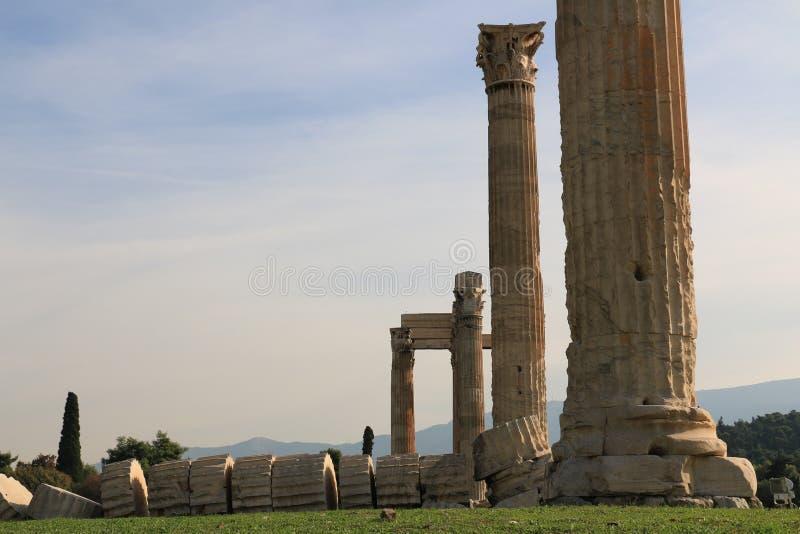 Templet av Zeus - Aten - kolonnen falled arkivbilder