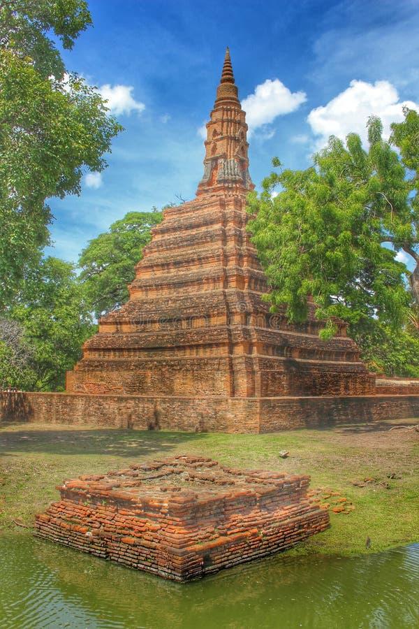 Templet fördärvar Ayutthaya royaltyfria bilder