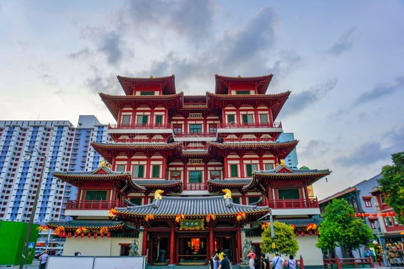 Templet f?r Buddhatandrelik i Singapore royaltyfria bilder