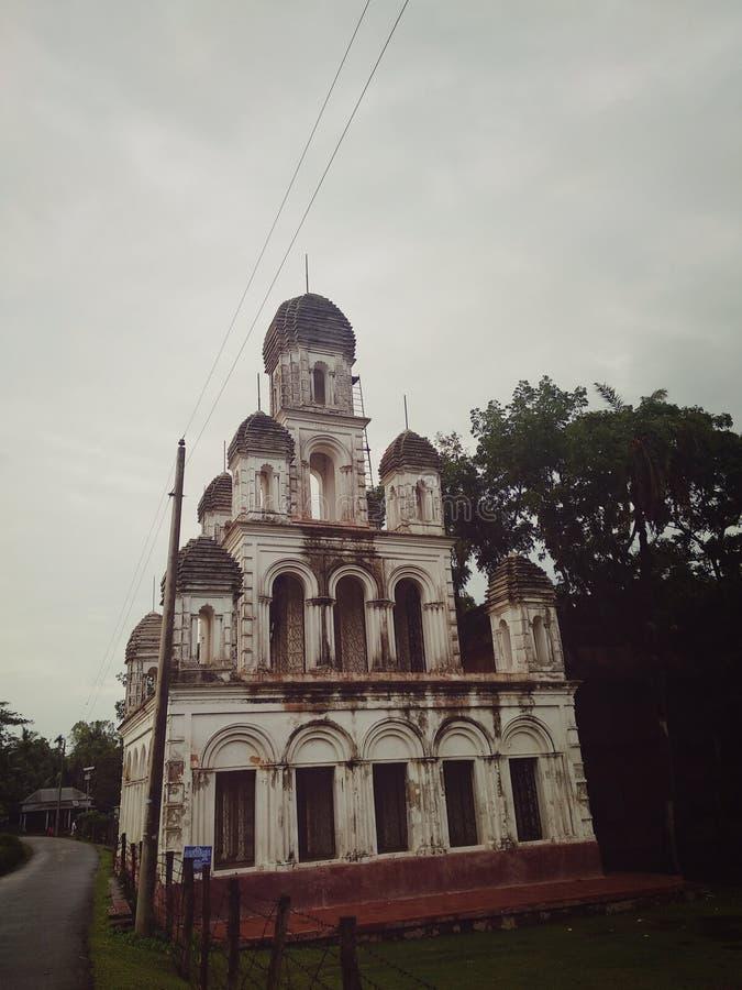 Templet i framdel av Rajbari i kallt väder arkivbilder
