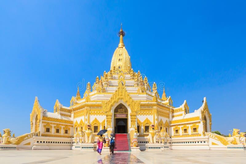 Templet namnger Swe Taw Myat, Buddha arkivbilder