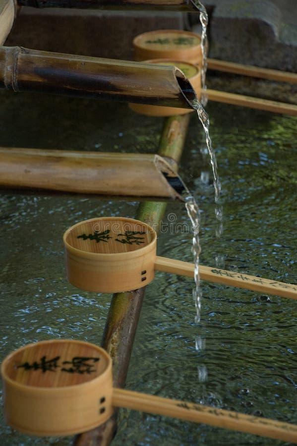 Templo - água corrente imagens de stock