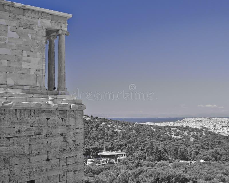 Templo antigo de Athena Nike sobre a arquitetura da cidade de Atenas, Grécia fotografia de stock